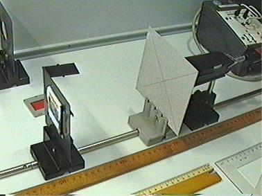 experimentieranordnung mit pappblende und bauteilen aus. Black Bedroom Furniture Sets. Home Design Ideas
